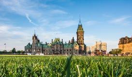 Vieux bâtiment près du Parlement canadien Photos stock