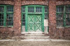 Vieux bâtiment tombant en morceaux Photographie stock