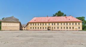 Vieux bâtiments à l'intérieur de la forteresse photographie stock