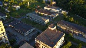 Vieux bâtiments abandonnés d'usine banque de vidéos