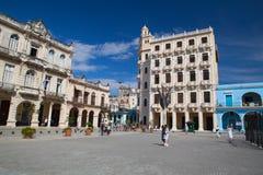Vieux bâtiments coloniaux sur la place de Vieja de plaza, La Havane, Cuba Images libres de droits