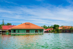 Vieux bâtiments dans la lagune Photos stock