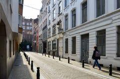 Vieux bâtiments résidentiels et commerciaux de style européen préservés sur des rues de ville de Bruxelles, Belgique Images stock