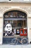 Vieux bâtiments résidentiels et commerciaux de style européen préservés sur des rues de ville de Bruxelles, Belgique Photographie stock