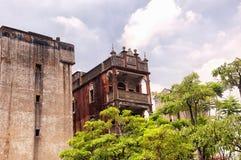 Vieux bâtiments superficiels par les agents dans la porcelaine de Shenzhen images stock