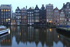 Vieux bâtiments traditionnels à Amsterdam, Pays-Bas Image libre de droits