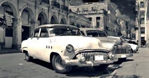 Vieux b&w de panorama de véhicules de La Havane Photographie stock libre de droits