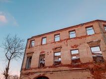 Vieux b?timent architectural Vieux b?timent architectural ruin? Plan rapproch? de cru d'architecture photo stock