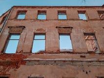 Vieux b?timent architectural Vieux b?timent architectural ruin? Plan rapproch? de cru d'architecture images stock