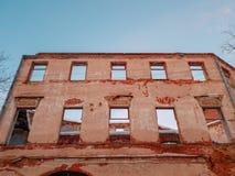 Vieux b?timent architectural Vieux b?timent architectural ruin? Plan rapproch? de cru d'architecture images libres de droits