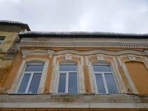 Vieux b?timent architectural Un b?timent r?sidentiel antique dans la ville photographie stock libre de droits