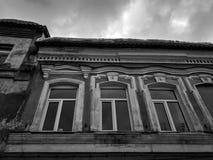 Vieux b?timent architectural Un b?timent r?sidentiel antique dans la ville image libre de droits