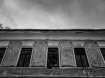 Vieux b?timent architectural Un b?timent r?sidentiel antique dans la ville photo libre de droits