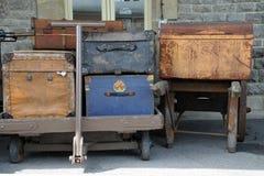 Vieux bagage sur des chariots Photographie stock libre de droits