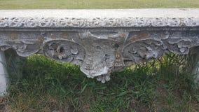 Vieux banc en pierre Image stock