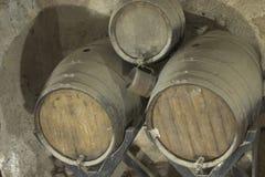 Vieux baril en bois brun image stock