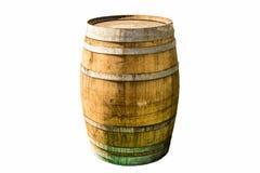 Vieux baril en bois exemplaire avec des anneaux de fer et des montages devant un fond clair blanc image stock