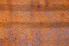 Vieux baril rouillé avec un revêtement orange Images libres de droits