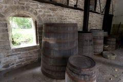 Vieux barils en bois Photo stock