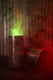 Vieux barils rouillés avec de la fumée toxique Photos libres de droits