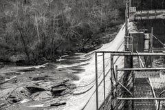Vieux barrage dans Georgia Mountains du nord Photos stock