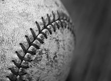 Vieux base-ball porté image stock