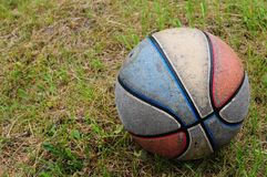 Vieux basket-ball modifié Image stock