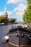 Vieux bateau à Amsterdam images stock