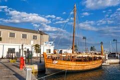 Vieux bateau à Limassol, Chypre Images libres de droits