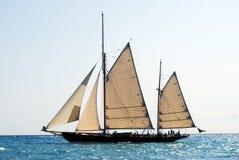 Vieux bateau à voile dans les Imperia images libres de droits