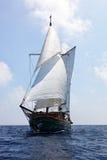 Vieux bateau à voiles en bois Photo stock