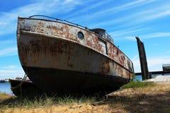 Vieux bateau échoué Images libres de droits