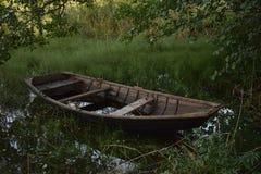 Vieux bateau d'aviron Photos stock