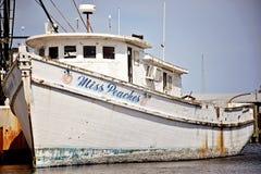 Vieux bateau dans la marina du quart OR de cygne images libres de droits