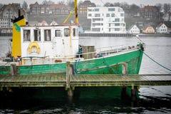 Vieux bateau dans le port de Sonderborg, Danemark Images libres de droits