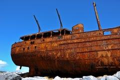 Vieux bateau de la côte ouest Irlande, îles d'aran. Photographie stock libre de droits