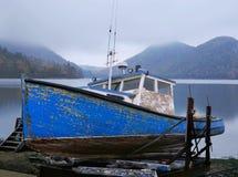 Vieux bateau de langoustine Image stock