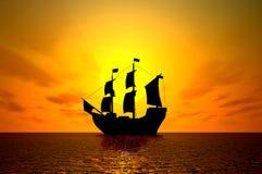 Vieux bateau de navigation au coucher du soleil Image stock