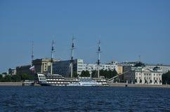 Vieux bateau de navigation de St Petersbourg photographie stock libre de droits
