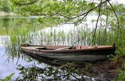 Vieux bateau de pêche Photos stock