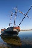 Vieux bateau de pirate abandonné Image stock