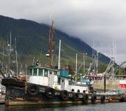 Vieux bateau de traction subite Image stock