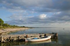 Vieux bateau en bois ensoleillé Images libres de droits