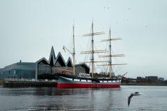 Vieux bateau et musée Photographie stock