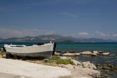 Vieux bateau sur la Mer Adriatique Croatie photos stock