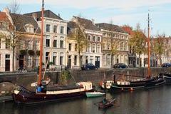 Vieux bateaux de navigation dans un canal Photos libres de droits