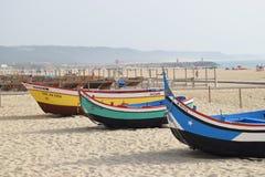 Vieux bateaux de pêche chez Nazare, Portugal photo stock