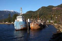 Vieux bateaux de pêche rouillés Image stock