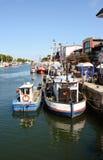Vieux bateaux de pêcheur dans le habor de Warnemuende Images libres de droits