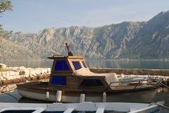 Vieux bateaux en bois à la marina en plan rapproché de Monténégro Photos libres de droits